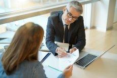 Co składa się na koszt szybkiej pożyczki tzw. chwilówki? Poza oprocentowaniem nominalnym są to opłata przygotowawcza, opłaty administracyjne, prowizje i ewentualne ubezpieczenie pożyczki