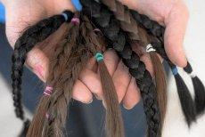 Dziewczynki po Pierwszej Komunii Świętej obcinają włosy dla chorych na raka. Wspaniała inicjatywa, ale jedna z matek przestrzega, to musi być całkowicie inicjatywa dziecka.  – Inaczej nie ma to sensu – dodaje.