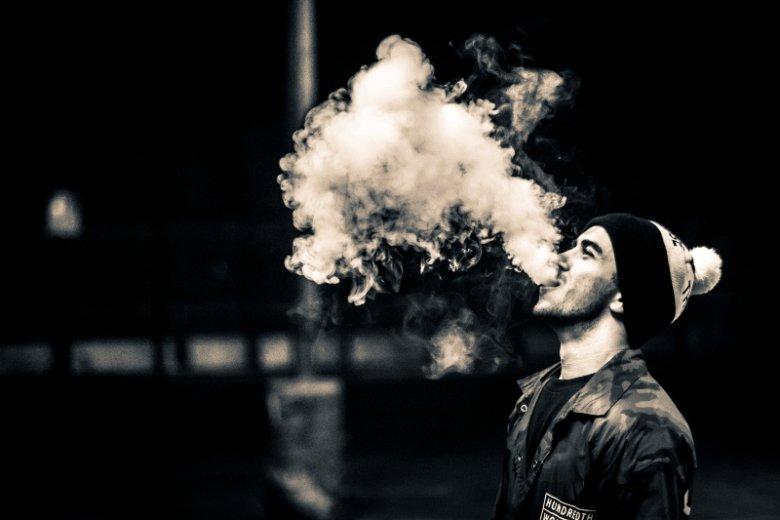 Część palaczy przestawia się na innowacyjne wyroby tytoniowe takie jak elektroniczne papierosy. Te produkty również objęte są restrykcjami w zakresie miejsc, gdzie dozwolone jest ich palenie