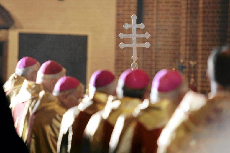 Z relacji byłego gangstera wynika, iż biskupi zaopatrywali się w kradzione auta od przedstawicieli tzw. mafii.