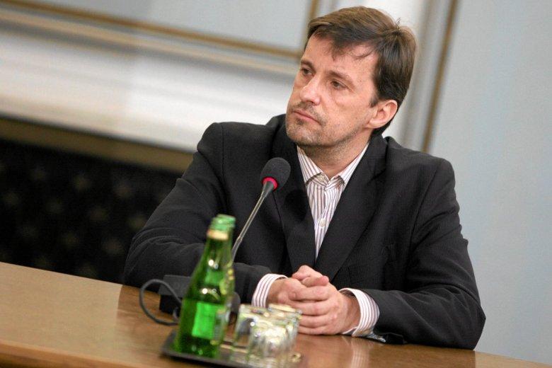 Witold Gadowski wielokrotnie sugerował, że istnieją olbrzymie wpływy służb specjalnych.