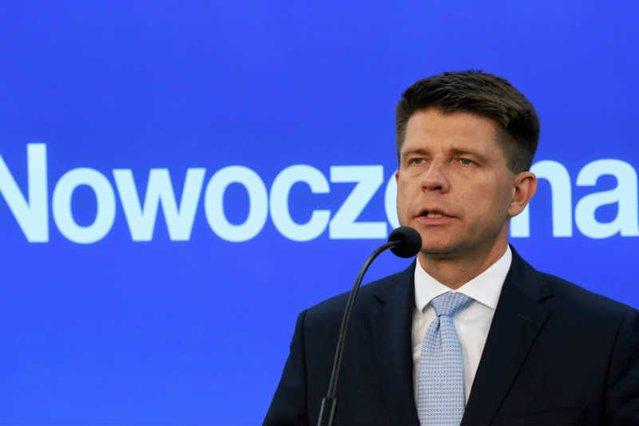 Ryszard Petru apeluje du instytucji unijnych o przysłanie obserwatorów do Polski, żeby stwierdzili, jak PiS łamie zasadę trójpodziału władzy.