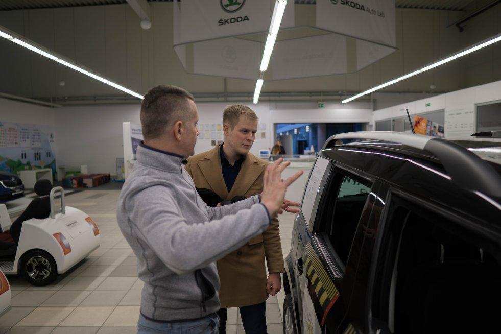 Radek Jaskulski w Szkole Auto Skody wytłumaczył nam szereg zagadnień z zakresu bezpieczeństwa jazdy.