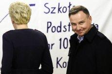 Prezydent Andrzej Duda wraz z małżonką Agatą Kornhauser-Dudą zagłosował w komisji przy ul. Mackiewicza w Krakowie.