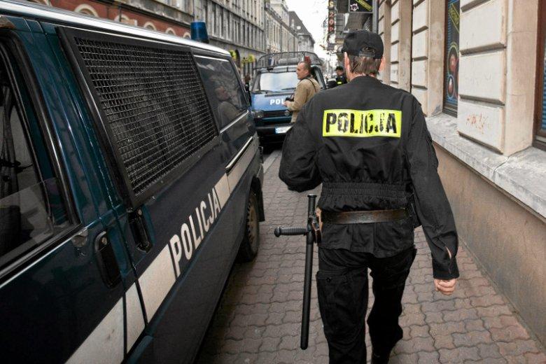 """Tygodnik """"Echo Turku"""" wskazuje, że zatrzymany w sobotę 28-latek może być synem gwiazdy disco polo."""