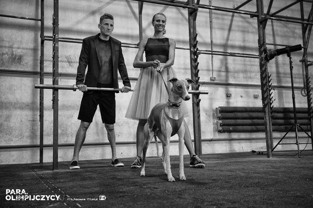 kalendarz PARAolimpijczycy - Justyna Kasprzycka i Maceiej Lepiato, stypendysta Renault Handisport Team fot. F11 - Pracownia / [url=http://f11.art.pl/para.olimpijczycy.html]f11.art.pl[/url]