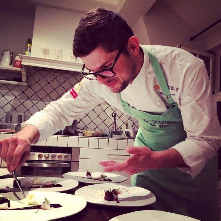 Kucharz może ugotować kolację nawet dla dwóch osób.