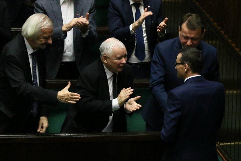 42 proc. Polaków uważa, że Prawo i Sprawiedliwość po tegorocznych wyborach parlamentarnych utrzyma sejmową większość.