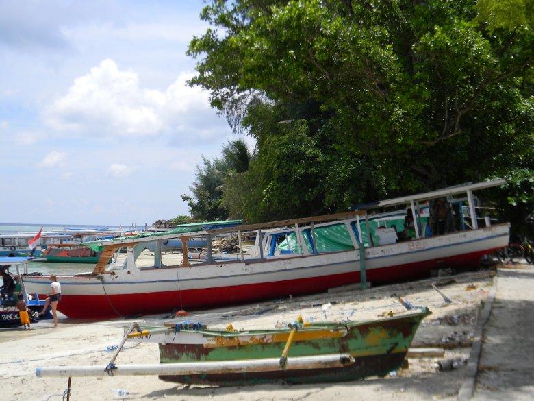 Południowe wybrzeże Gili Air, marina.