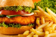 Pracownicy [url=http://shutr.bz/1fho3Pd]fast foodów[/url] ostrzegają, czego nie jeść w ich barach.