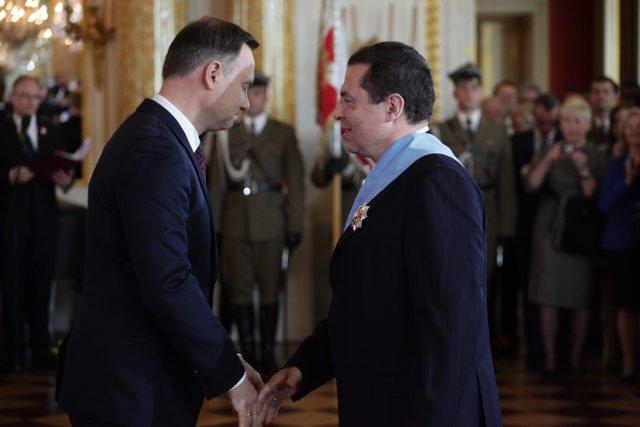 Prezydent odznaczył dziś Bronisława Wildsteina Orderem Orła Białego