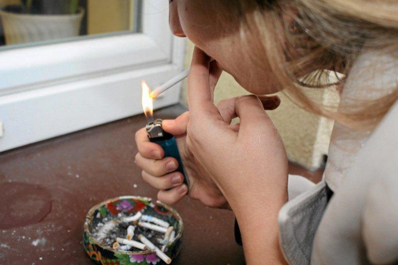 Szykują się zmiany w kodeksie pracy - przerwę na papierosa będzie trzeba odpracować. Zdjęcie poglądowe.