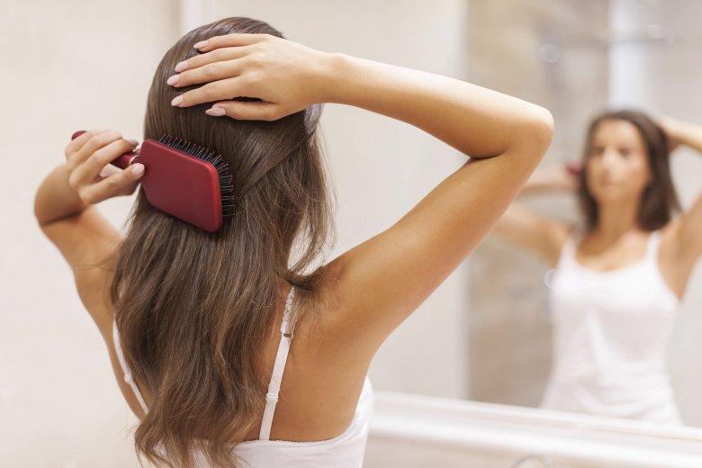 Wybierając szczotkę do włosów zwróć uwagę na zakończenia kolców - powinny mieć okrągłe zabezpieczenia.