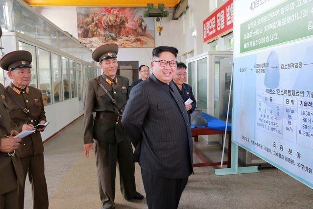 """Kim Dzong Un jest coraz bardziej brawurowy w pokazywaniu """"kto tu rządzi""""."""