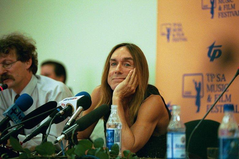 Iggy Pop na czasie konferencji prasowej w Warszawie (2000 r.).