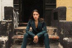 29-letnia Amerykanka pokonała w prawyborach politycznego wyjadacza, teraz chce pokonać establishment