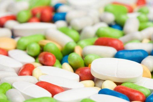 """Każda strona tego konfliktu w swojej argumentacji posługuje się hasłem """"dobro pacjenta"""". Ci, którzy są za powszechnym dostępem leków, interpretują te słowa w dogodny dla siebie sposób"""