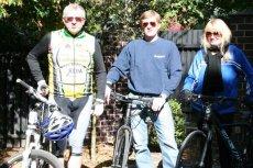 Marek Siwiec to zapalony rowerzysta. Tempa dotrzymuje mu syn, żona nie podziela rowerowej pasji i rzadko wybiera się na wyprawy.