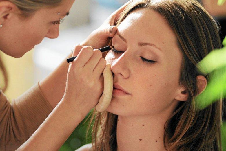 Tej zimy postaw na  naturalny i lekki make-up