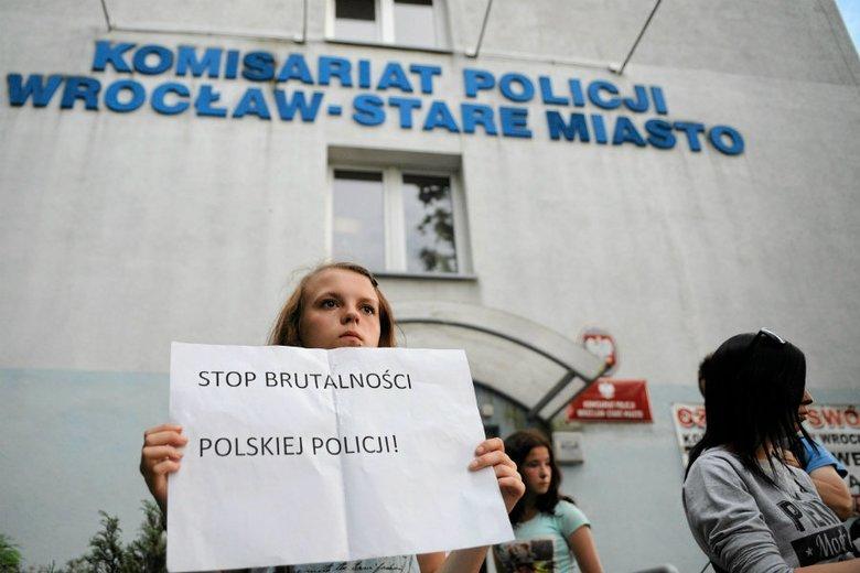 Z akt wynika, że jeden z policjantów miał zatarg z Igorem Stachowiakiem