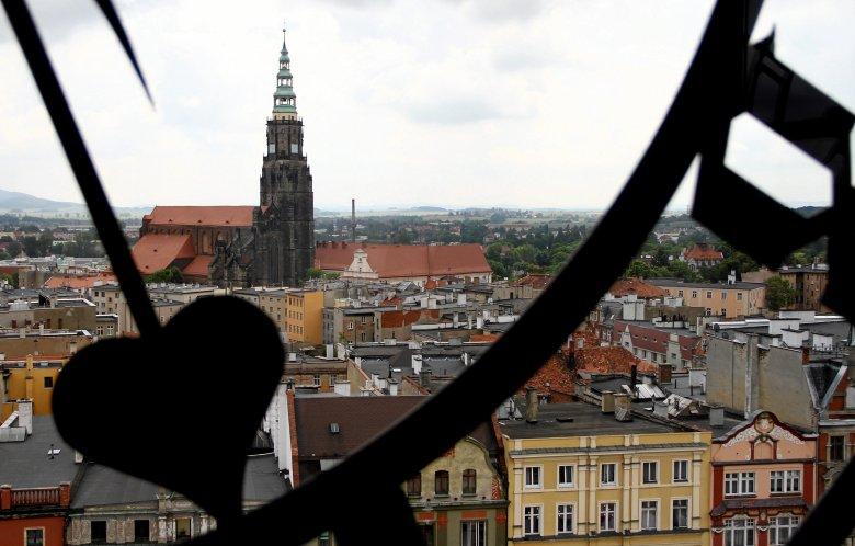 Świdnica - widok z wieży ratuszowej na katedrę.