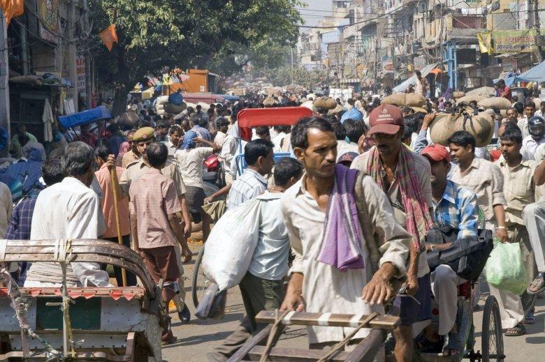 Mieszkańcy hinduskich metropolii nie mogą narzekać na nadmiar przestrzeni życiowej.