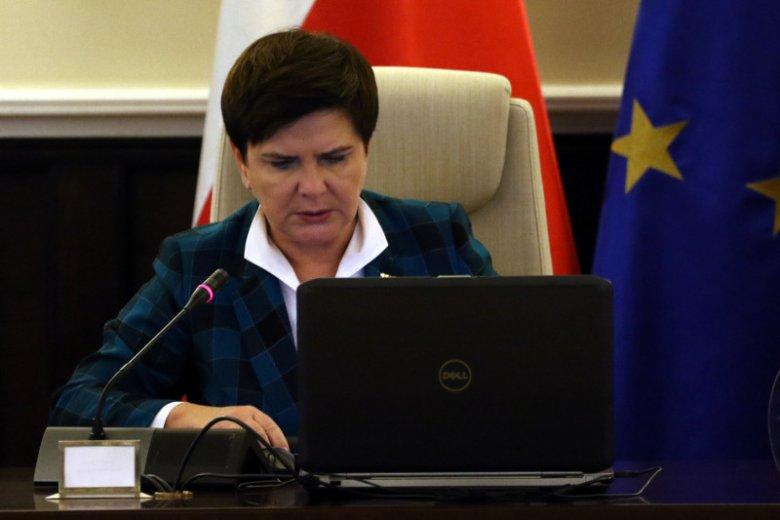 Zakaz handlu w niedzielę od miesięcy wzbudza duże kontrowersje. I po raz kolejny premier Beata Szydło jest za, a nawet przeciw zaproponowanym rozwiązaniom.