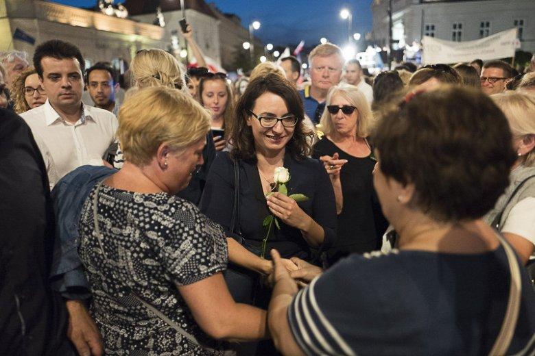 Kamila Gasiuk-Pihowicz została przywitana gromkimi brawami. Już mówi się o niej jako nowej liderce opozycji.