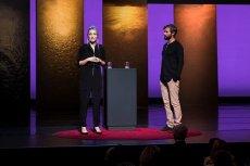 Pisarka Thordis Elvy i jej gwałciciel, Tom Stranger, podczas wystąpienia na TED Talk.