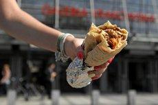 Czy Unia Europejska chce ograniczyć produkcję kebabów? Parlament Europejski wydał oświadczenie w tej sprawie.