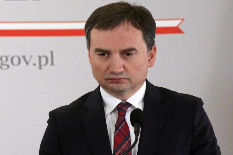 Zbigniew Ziobro zwalnia jednego prezesa za drugim, ale ci nie zamierzają biernie na to patrzeć i czekać na wyrok.