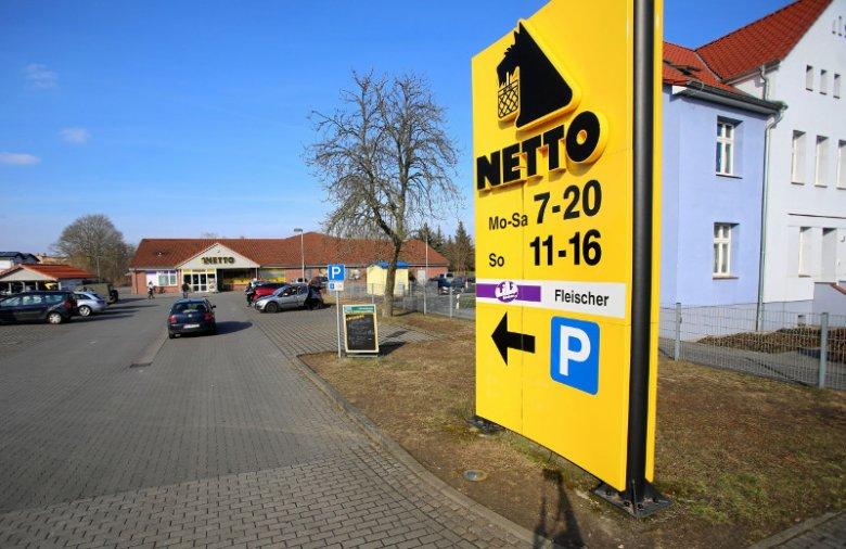 Sklep Netto w przygranicznym Löcknitz. Zdjęcie zrobione 11 marca, w pierwszą niedzielę z zakazem handlu w Polsce.