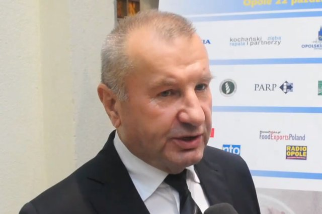 """Kazimierz Pazgan grał na trąbce na weselach dziś jest """"królem kurczaków""""."""