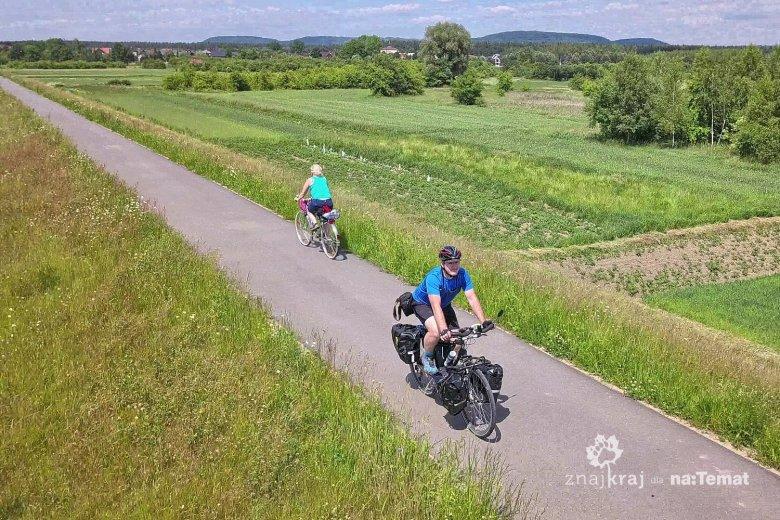 Na drodze rowerowej na wiślanym wale