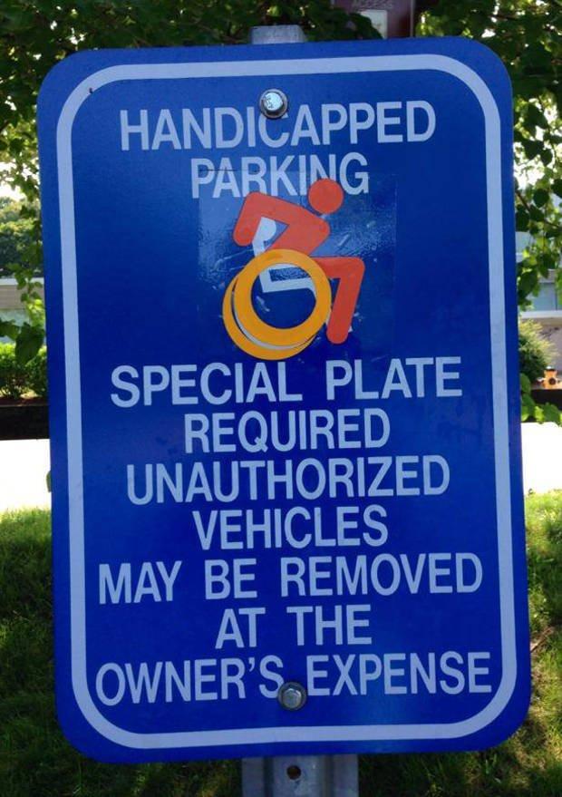 Niekiedy zwolennicy nowego symbolu sami przerabiają stare znaki (zdjęcie zrobione w Waltham, stan Massachusetts)