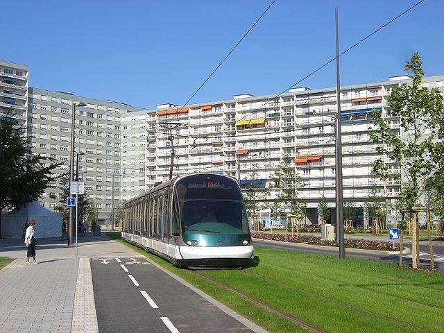 Tramwaje sunące po trawnikach świetnie się prezentują. Wyobrażacie sobie coś takiego u nas w Polsce?