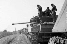 Żołnierze I Dywizji Pancernej generała Maczka podczas przemarszu.