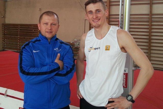 Trener Zbigniew Lewkowicz (po lewej) i paraolimpijczyk Maciej Lepiato