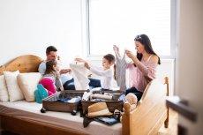 Ubezpieczenie domu czy mieszkania może być dostępne jako dodatek do polisy turystycznej. Dzięki temu na czas wyjazdu można zabezpieczyć się przed stratami na skutek kradzieży, dewastacji czy nieszczęśliwych zdarzeń losowych