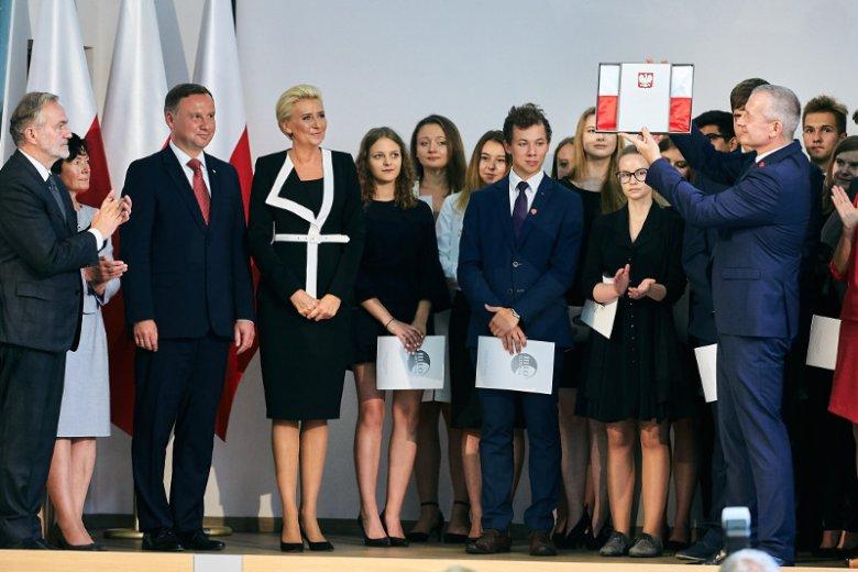 Prezydenta Dudą i jego małżonkę pod liceum w Gdyni wygwizdali opozycjoniści.