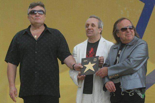 Muzycy Budki Suflera (Krzysztof Cugowski, Tomasz Zaliszewski i Romuald Lipko) w Alei Gwiazd RMF FM