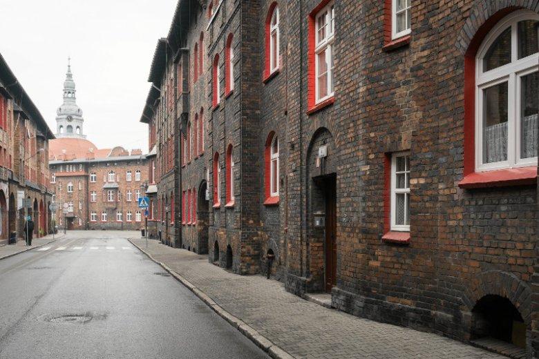 Katowice , Nikiszowiec. Na zdjęciu zabytkowe osiedle górnicze projektu braci Zillmannow dla rodzin górników kopalni Wieczorek