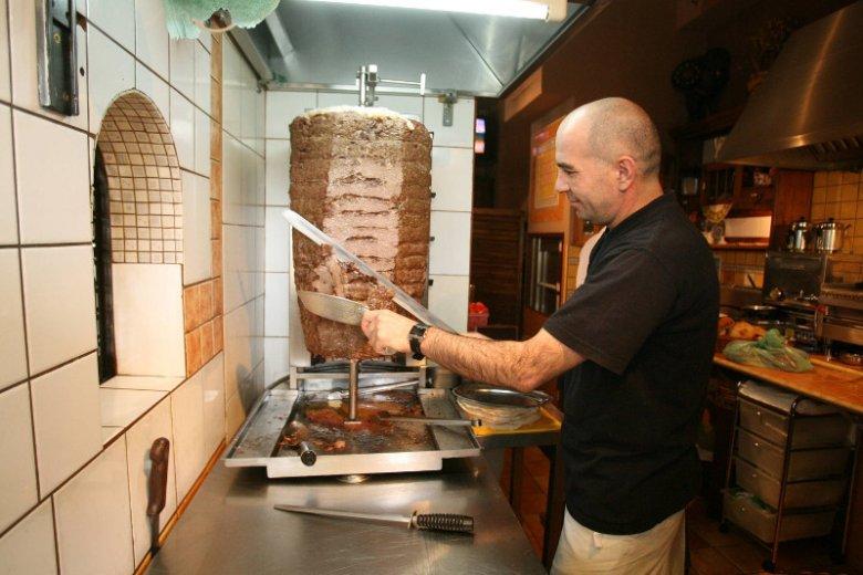 Cena produktów niezbędnych do produkcji jednego kebaba waha się od 4,5 zł do 6 zł.