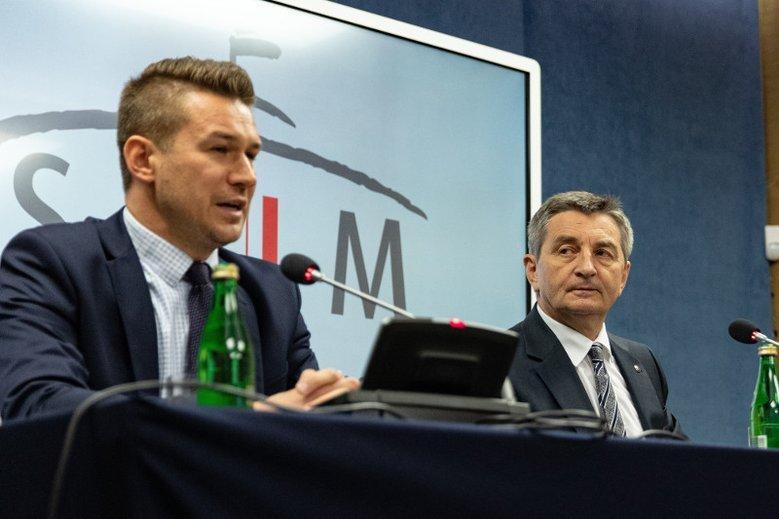 """Opozycja domaga się """"głowy' Andrzeja Grzegrzółki, ale poseł PiS wyjaśnia, że raczej nie mają na co liczyć."""
