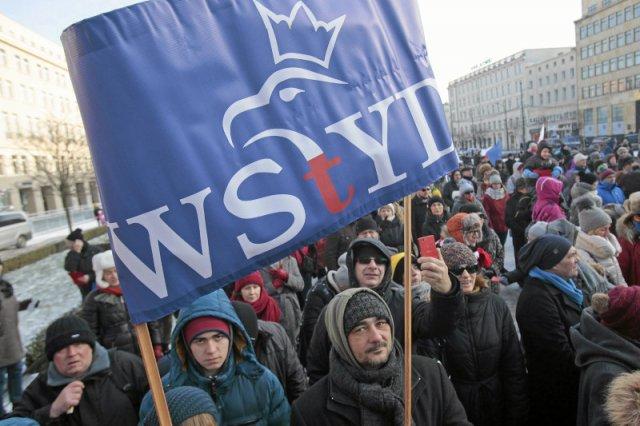 PiS znalazł sposób na Brukselę? Polska hamuje działania UE i nie odpowiada na pytania o TK i media