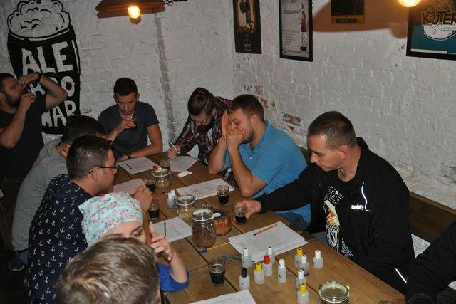 Podczas kursu degustacji uczestnicy testują osiem różnych gatunków piwa.