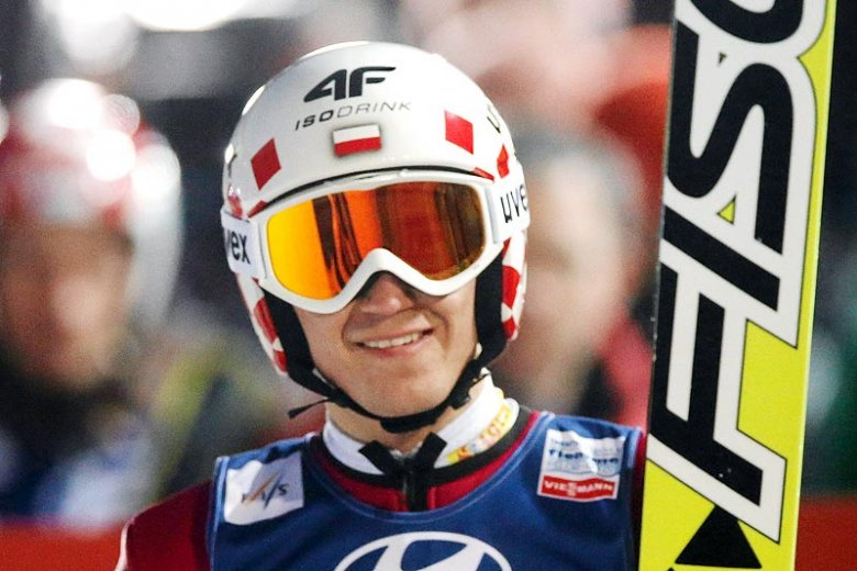 Kamil Stoch wygrał zawody Pucharu Świata w skokach narciarskich w Trondheim w Norwegii.
