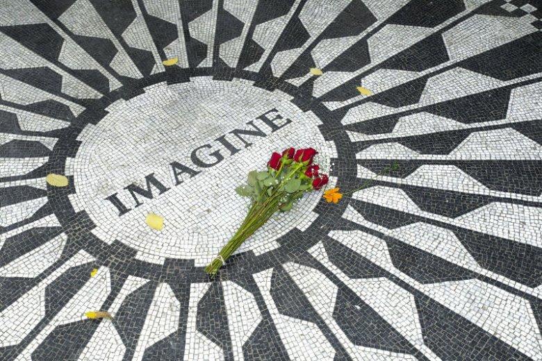 Mozaika poświęcona Johnowi Lennonowi w Central Parku w Nowym Jorku.