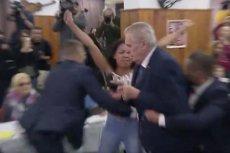 Aktywistka Femenu rzuciła się na prezydenta Czech Milosa Zemana.