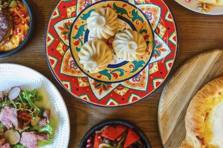 """Chinkali (khinkali) to jedno z najpopularniejszych dań kuchni gruzińskiej. Wcale nie łatwo dobrze je ulepić i """"skręcić"""""""